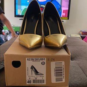 Gold Zara pumps